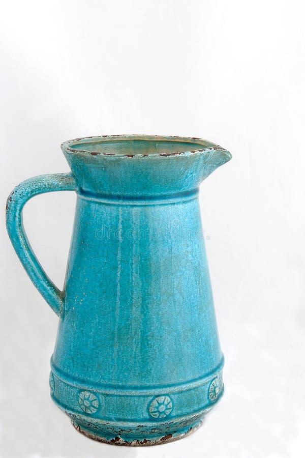 一个大空的蓝色水罐 库存照片