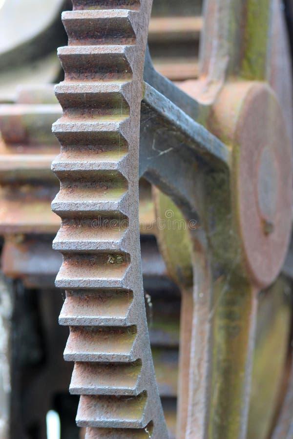 一个大老生锈的正齿轮 免版税库存照片