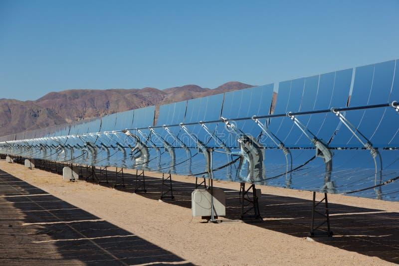 一个太阳能发电厂在加利福尼亚沙漠 图库摄影