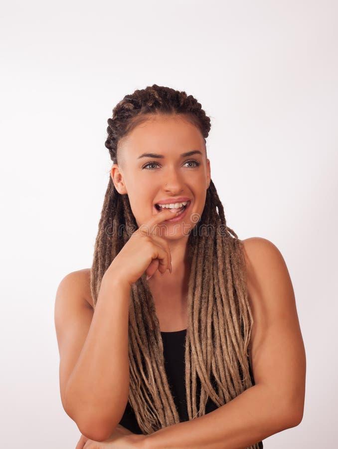 一个女孩的画象有非洲辫子的 免版税库存图片