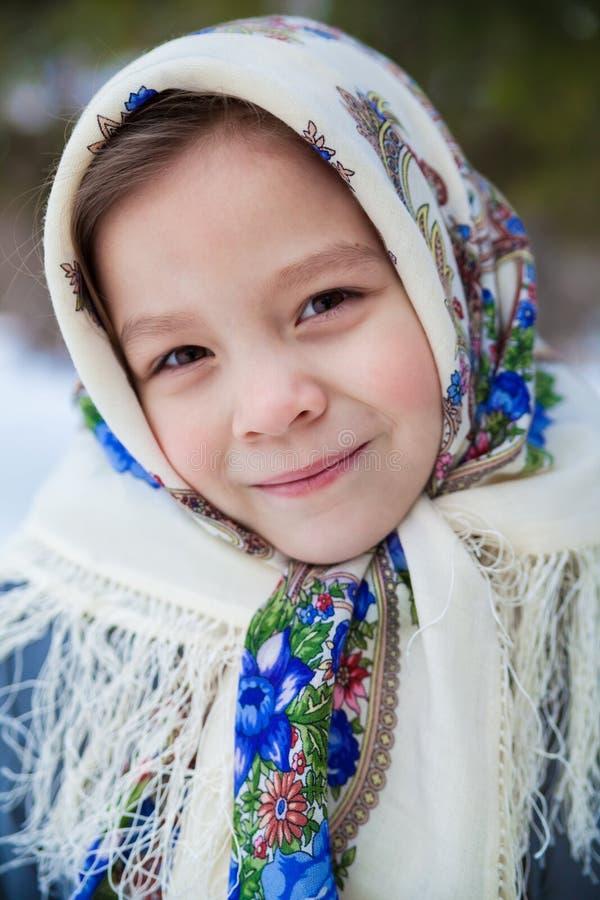 一个女孩的画象俄国披肩的 免版税库存图片