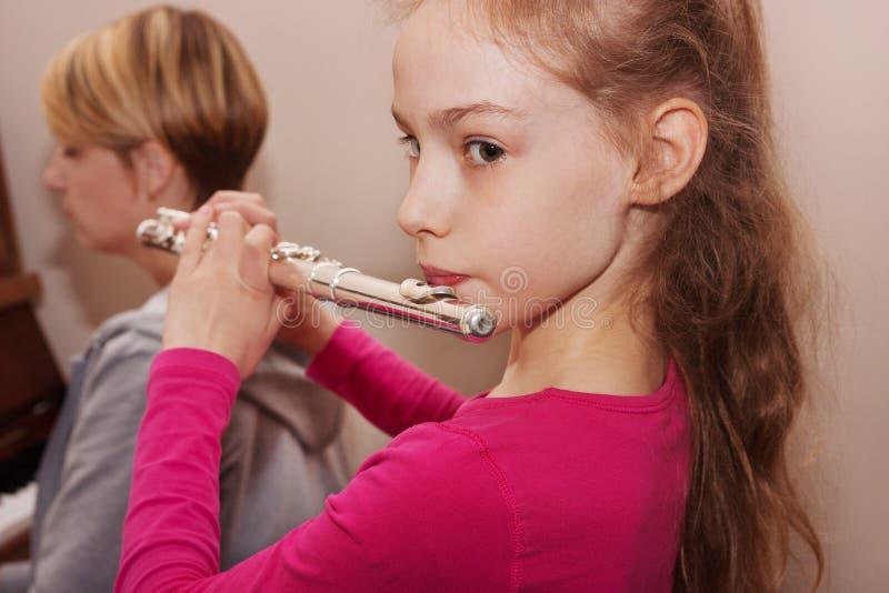 一个女孩的画象有长笛的 免版税图库摄影