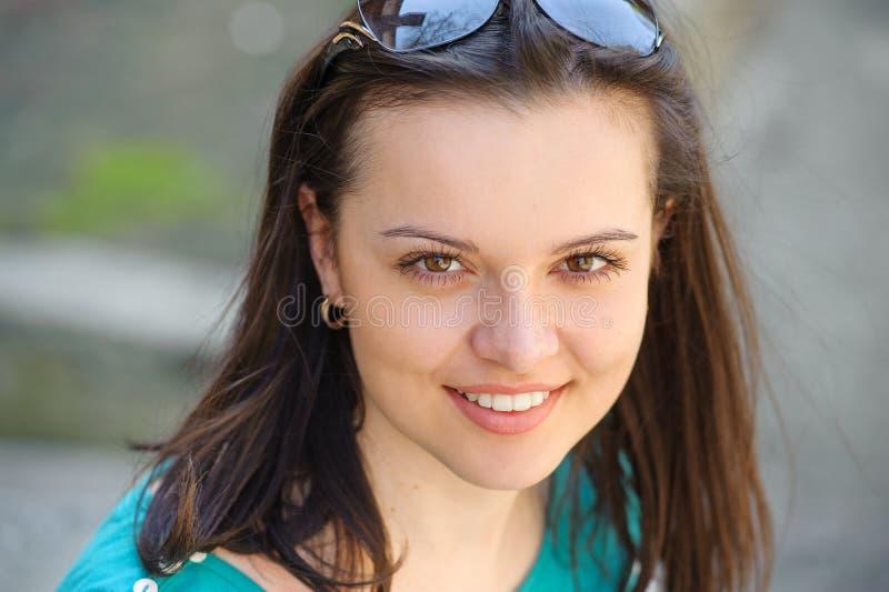 一个女孩的画象有雀斑的 免版税图库摄影