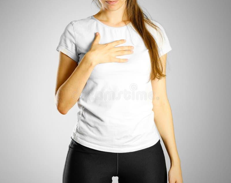 一个女孩` s痛处乳房 在他的胸口胃灼热的痛苦 库存照片