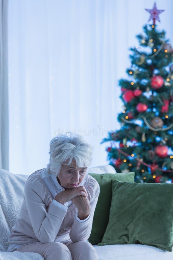 一个女性公民的偏僻的圣诞节 免版税库存图片