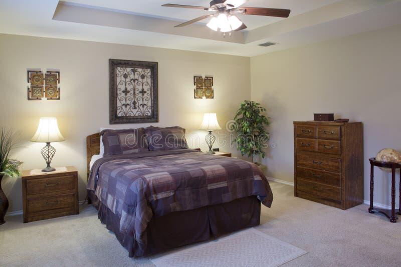 一个好的现代卧室设计的内部 图库摄影