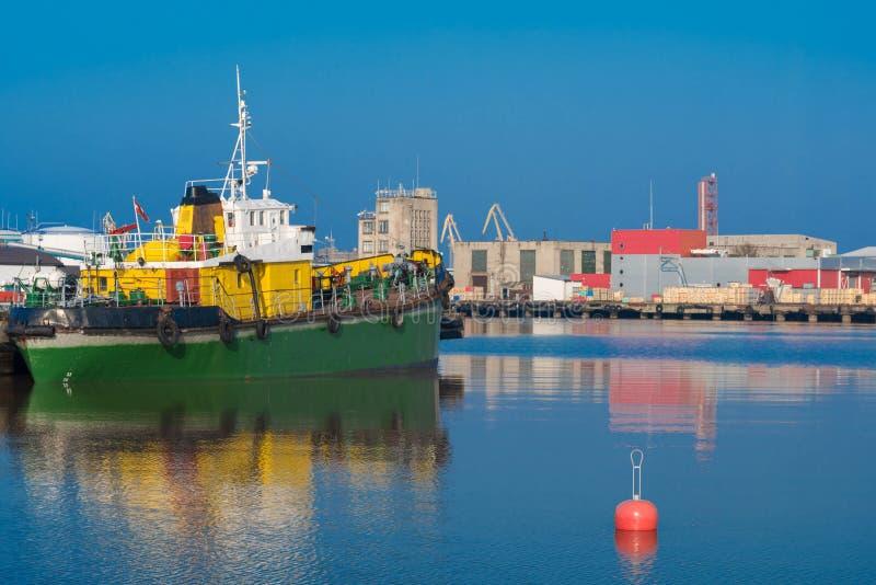 一个安静的春天港口的照片 库存图片