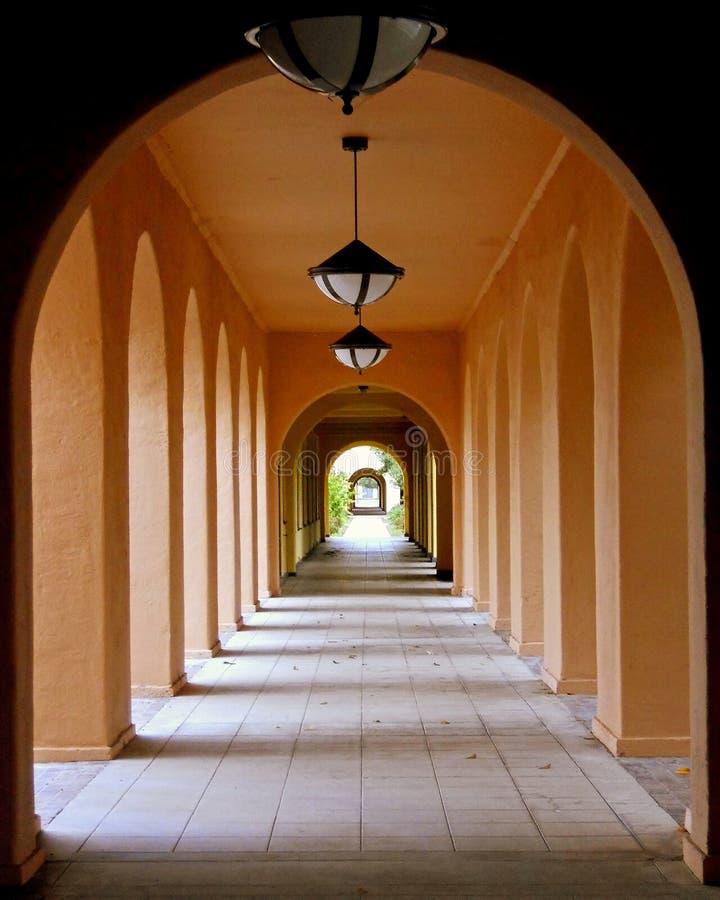 一个对称走廊 库存照片