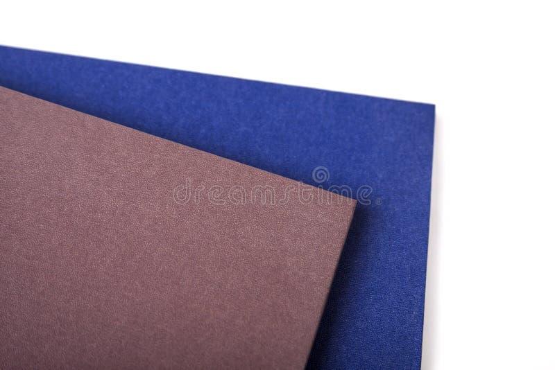 一个对空白的笔记本/日历,在白色背景抽象纹理隔绝的两本稀薄的书,copyspace 库存照片