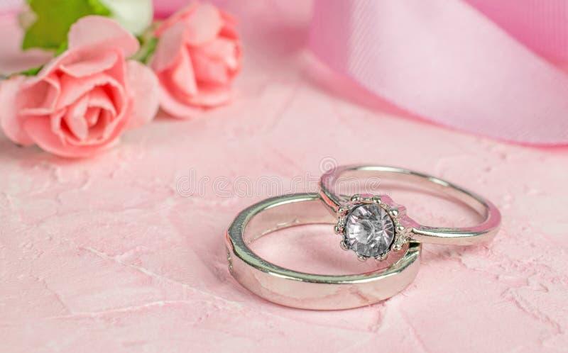 一个对银色结婚戒指 免版税库存照片