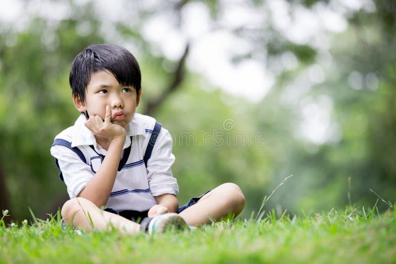 一个小亚裔男孩的画象在公园 图库摄影