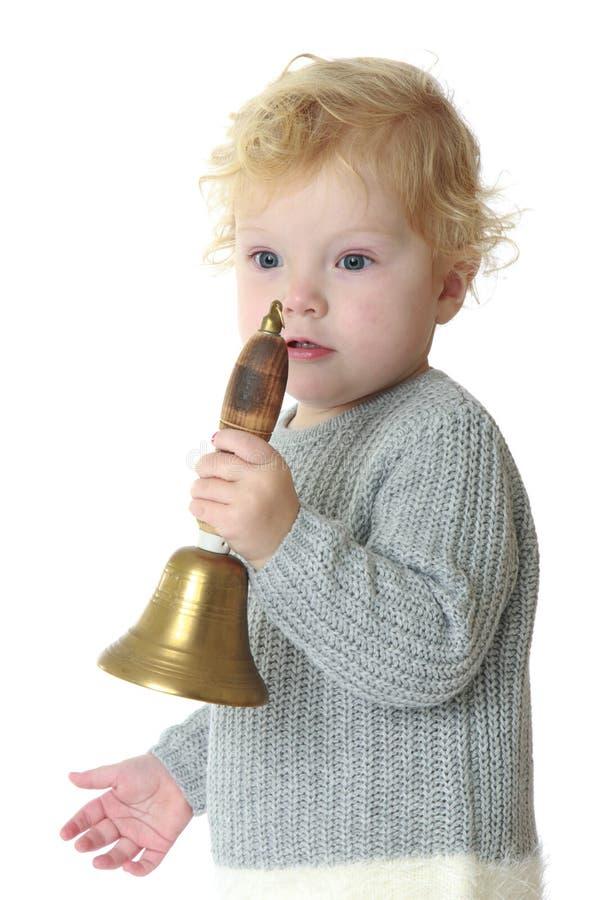 一个小女孩的特写镜头敲响响铃 库存照片