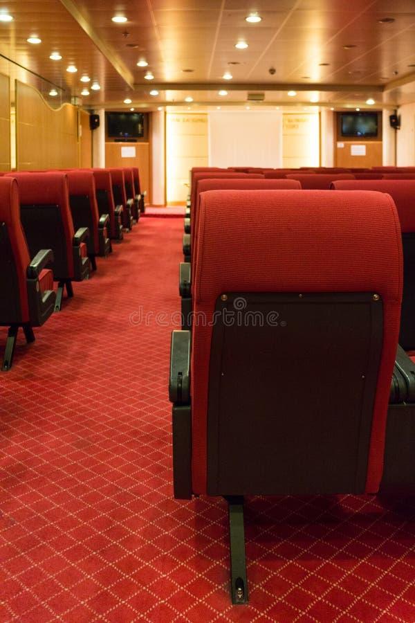 一个小戏院或预观室的内部 免版税库存照片