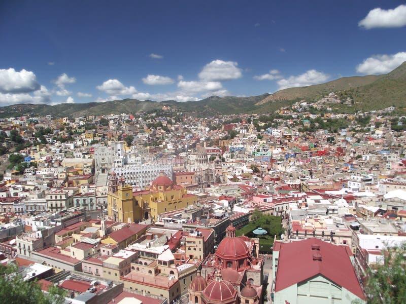 从一个小村庄的树的看法在墨西哥 免版税库存照片