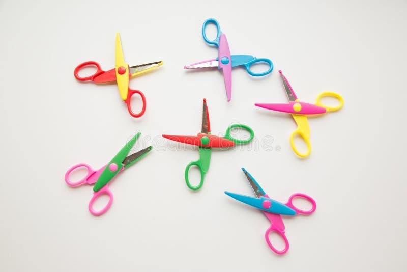 一个小组五颜六色的剪刀 库存图片