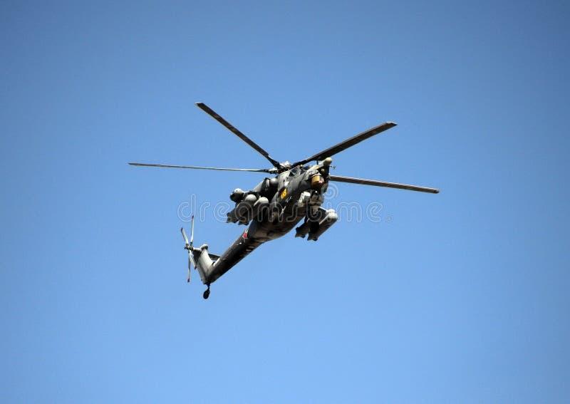 一个小组Mi28N攻击用直升机`夜在红场的猎人`在胜利天游行期间 库存照片