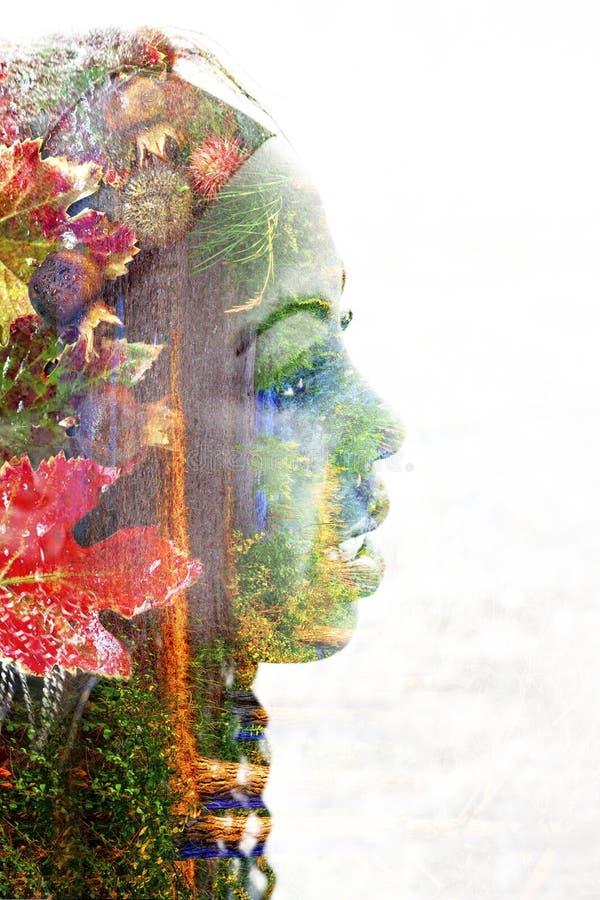一个少妇的两次曝光有五颜六色的花的 免版税库存图片