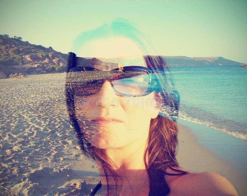一个少妇的两次曝光画象夏天背景的 免版税图库摄影