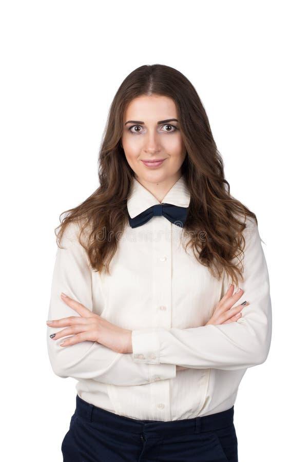 一个少妇的画象白色衬衣和bowtie的 免版税库存照片