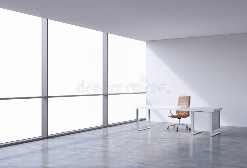一个工作场所在一个现代壁角全景办公室,在窗口的拷贝空间 一个棕色皮椅和一张白色桌 免版税库存图片