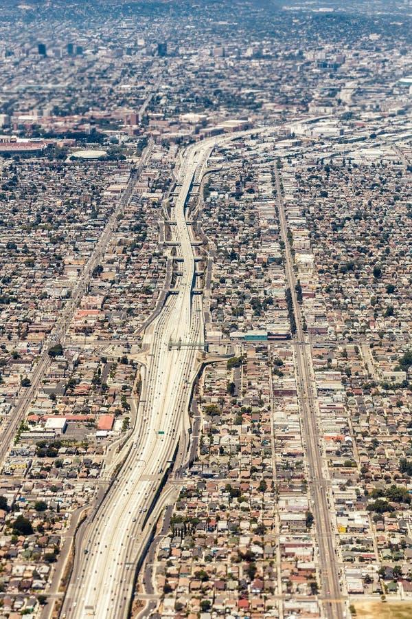 一个巨型的高速公路交叉点的鸟瞰图在洛杉矶 免版税图库摄影