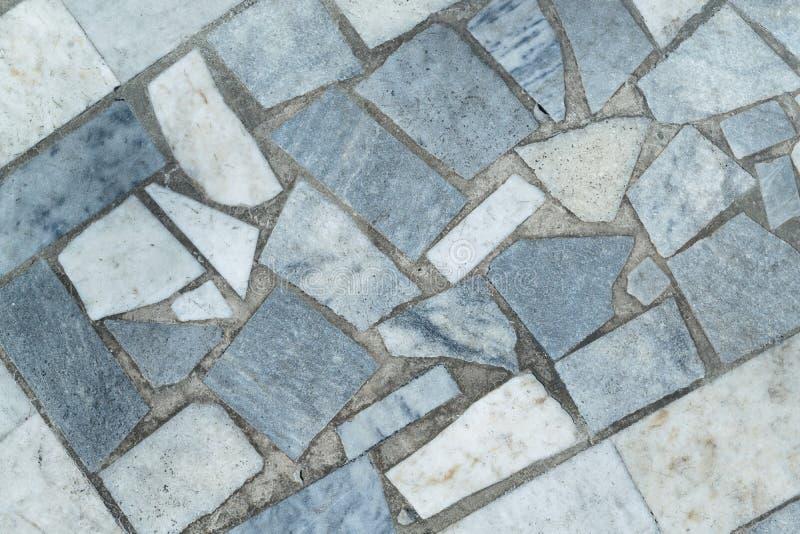 一个平面上计划的不同的形状大理石瓦片  免版税图库摄影
