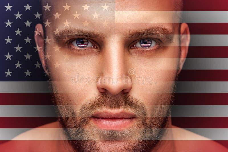 一个年轻严肃的人的画象,在眼睛被反射国旗 免版税库存照片