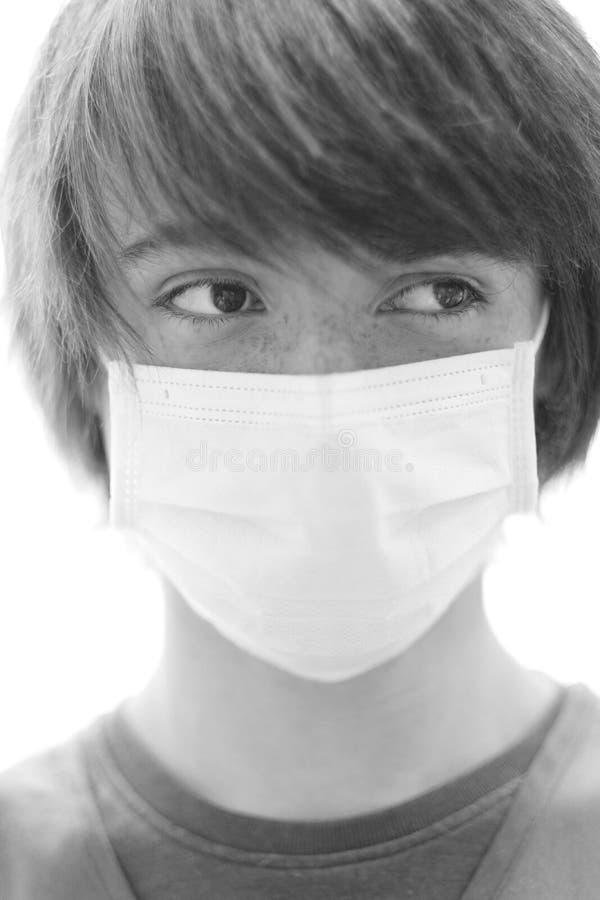 一个年轻人的画象一个防护医疗面具的 库存照片