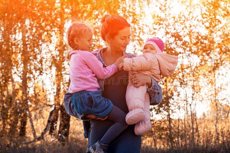 一个年轻女性母亲 免版税库存照片