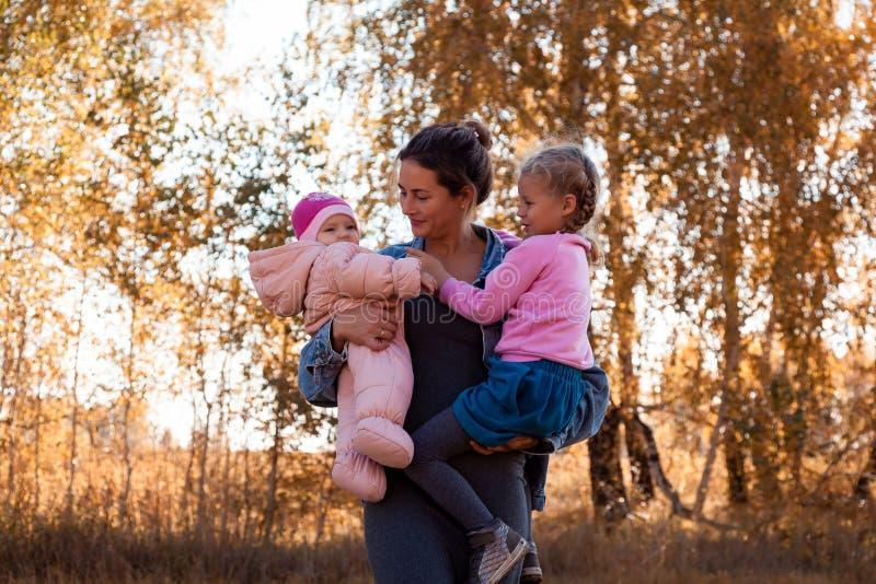 一个年轻女性母亲 图库摄影