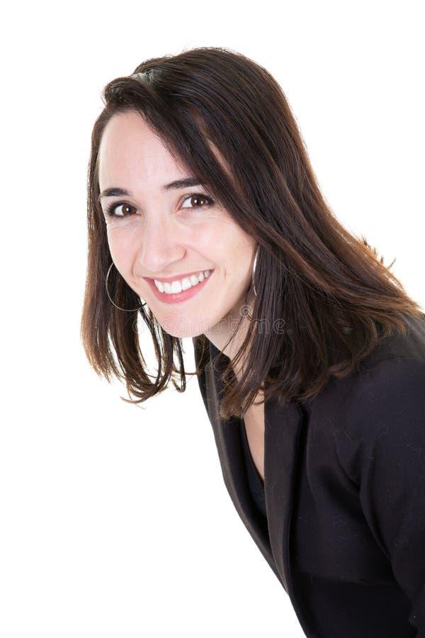 一个年轻愉快的微笑的女商人的画象被隔绝在白色背景 库存照片