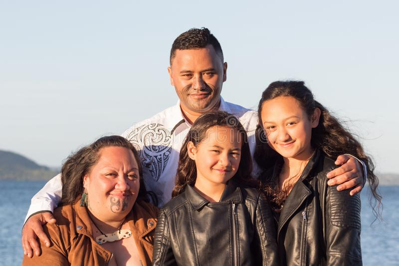 一个年轻毛利人家庭的画象 免版税库存图片