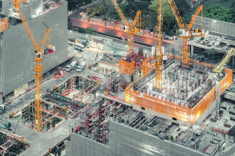 一个建设中建筑工地的顶视图 土木工程,工业发展项目,塔地下室基础infr 免版税库存照片