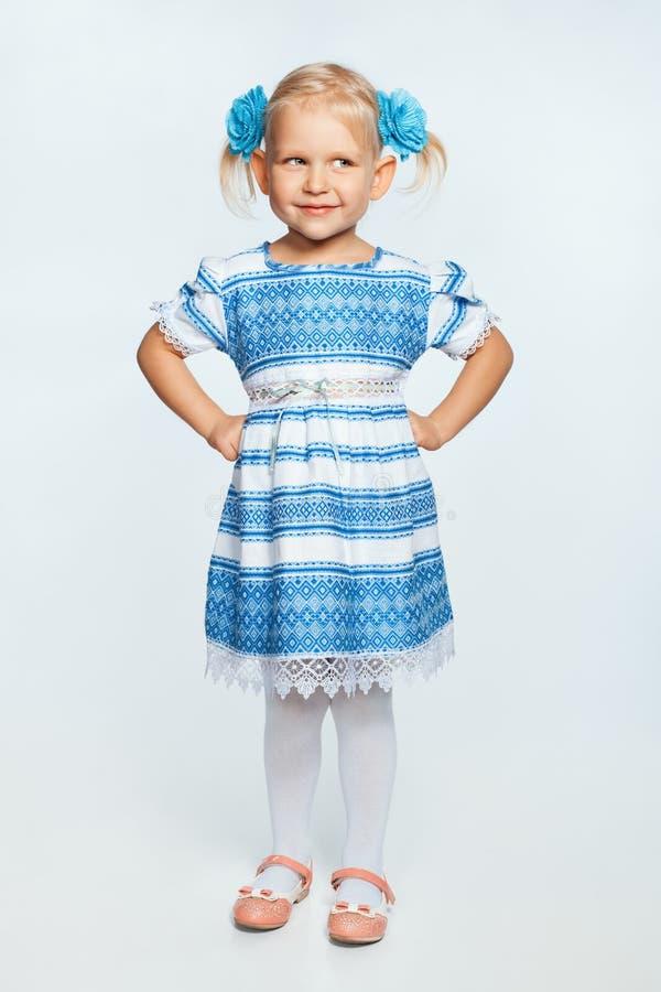 一个微笑的女孩的纵向 免版税库存照片