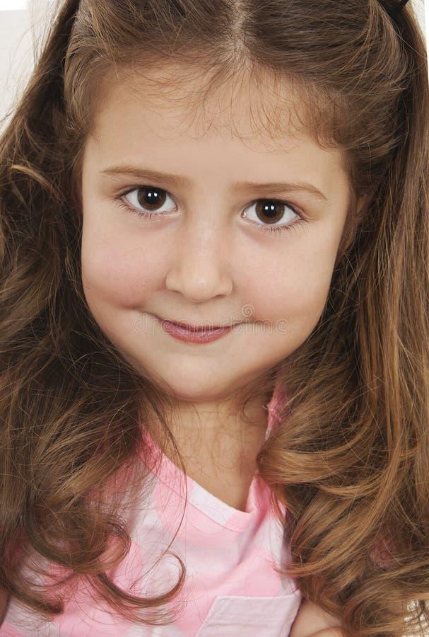 一个愉快的小女孩特写镜头的画象 免版税库存图片