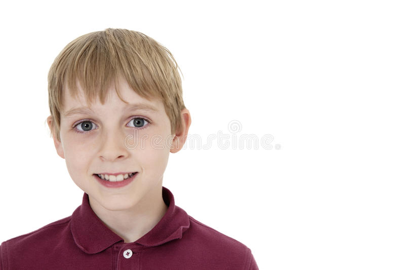 一个愉快的青春期前的男孩的特写镜头画象在白色背景的 库存图片