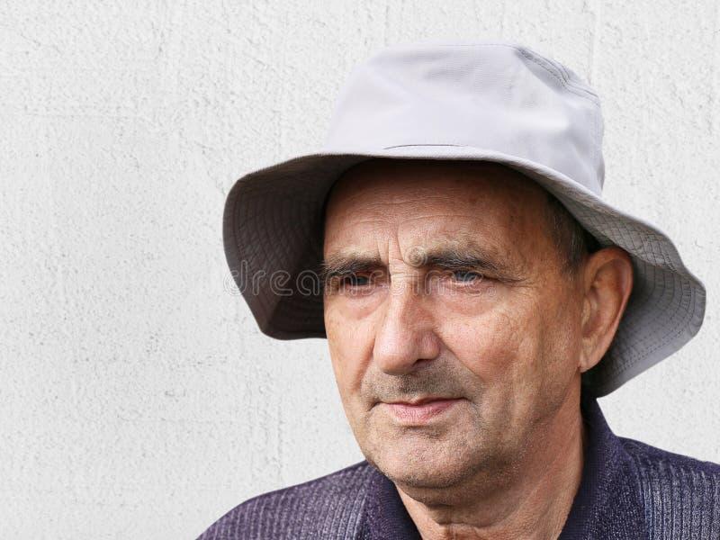 一个愉快的年迈的人的画象 库存照片