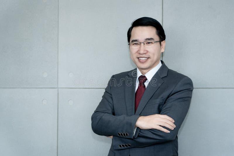 一个成功的年轻亚洲商人的画象 免版税库存图片