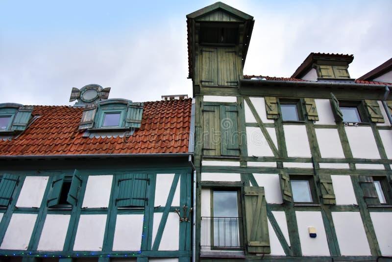 一个房子的半木料半灰泥的门面在克莱佩达 免版税库存图片