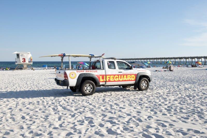 一个救生员抢救卡车和救生员驻地在彭萨科拉靠岸,佛罗里达 免版税图库摄影