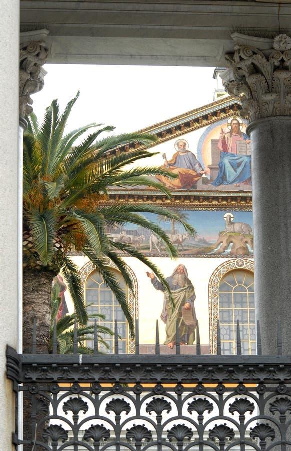 一个教会的作壁画于的墙壁在罗马,意大利 免版税库存照片