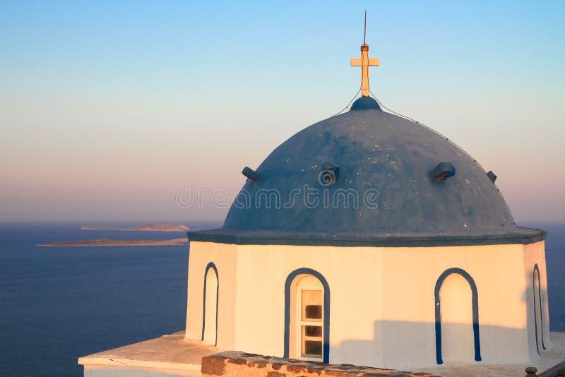 一个教会的圆顶在希腊海岛 库存照片