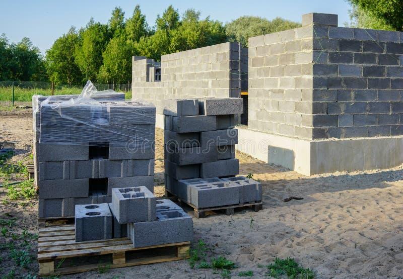 一个新房的具体基础,墙壁建筑 免版税库存图片