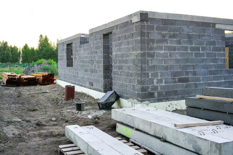 一个新房的具体基础,墙壁建筑 免版税库存照片