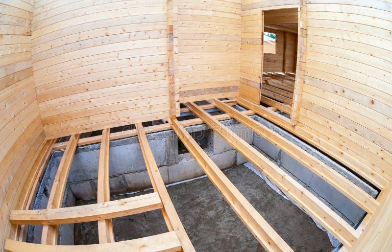 一个新的木房子的建筑 免版税图库摄影
