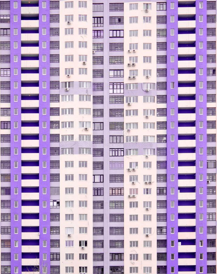 一个新的现代高层住宅房子的Windows 库存图片