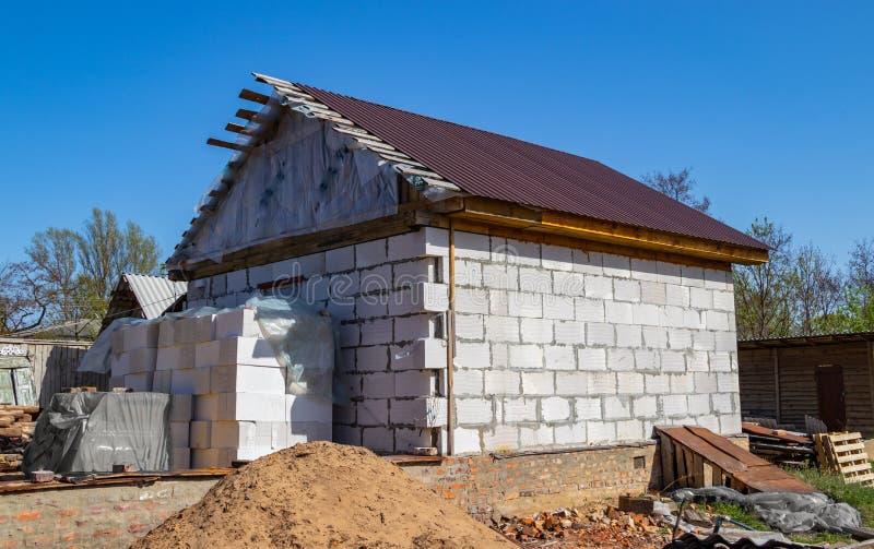 一个新的砖房子的建筑 免版税库存照片