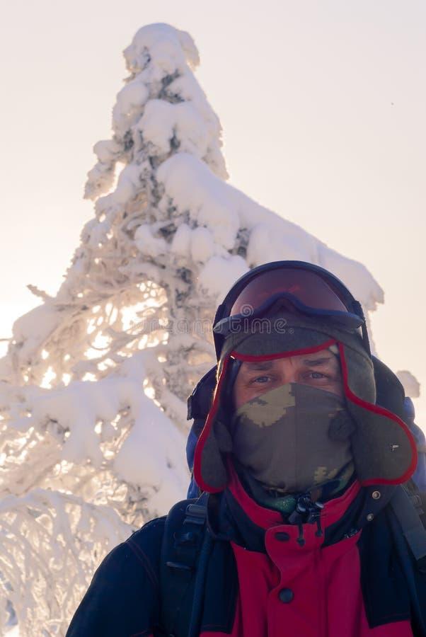 一个旅客的画象在一冷淡的天 库存图片