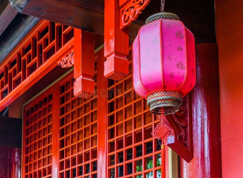 一个日本灯笼的特写镜头,传统灯装饰,亚洲新年传统 免版税库存照片