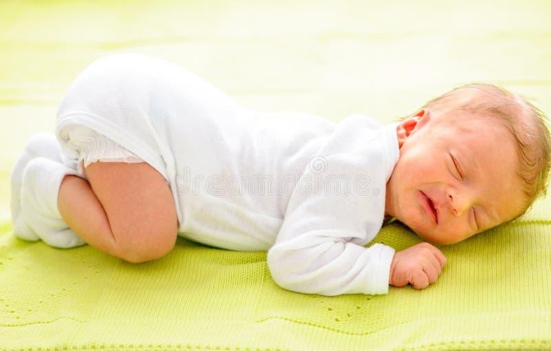 一个星期的新出生的婴孩 免版税库存照片